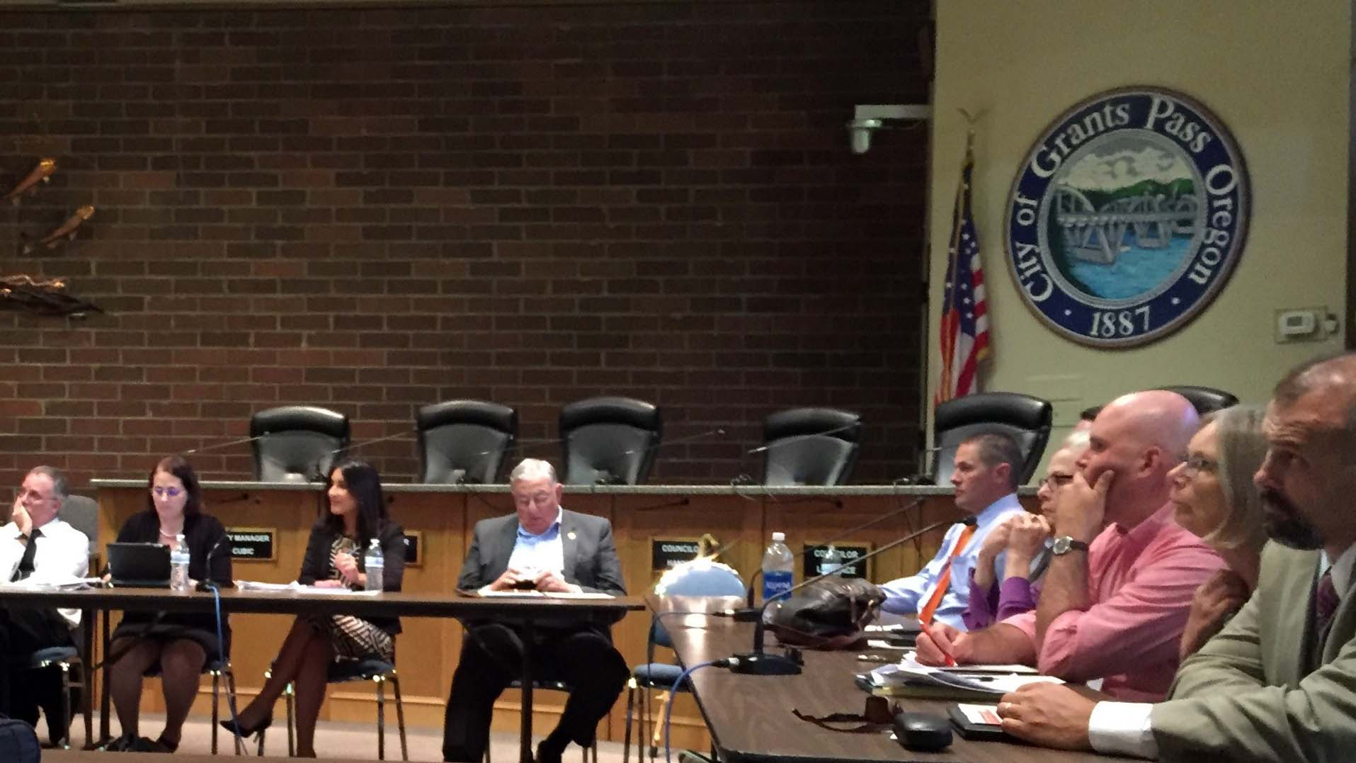 Commissioner Keith Heck (center) attends Opioid Epidemic Roundtable in Grants Pass, Oregon